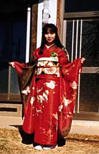 http://infolab.stanford.edu/~qluo/pict/mayumi/kimono.jpg